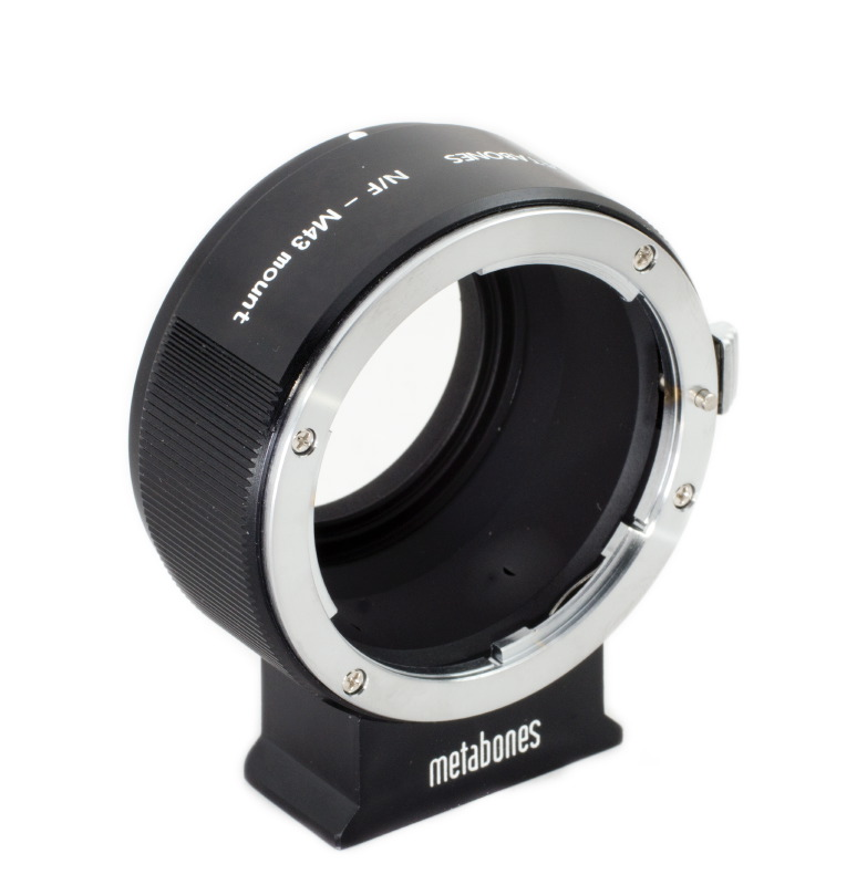 Metabones Nikon F naar MFT II / Nikon F nach Micro Four Third Kamera mit dem AS kompatiblen Stativbein